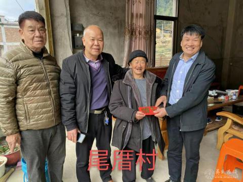 福建安溪县吴文化研究会开展牛年春节慰问老人活动